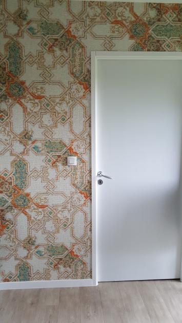 revêtement de murs dans une cuisine avec le papier peint d'influence Mauresque d'Elitis